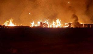 Chosica: incendio de grandes proporciones destruye fábrica de papel