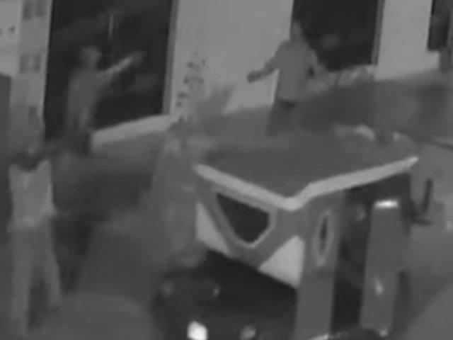 Comas: delincuentes armados asaltan a pareja frente a menores de edad