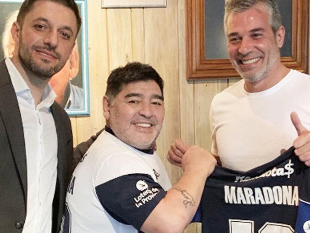 Diego Maradona ficha como entrenador del Gimnasia y Esgrima