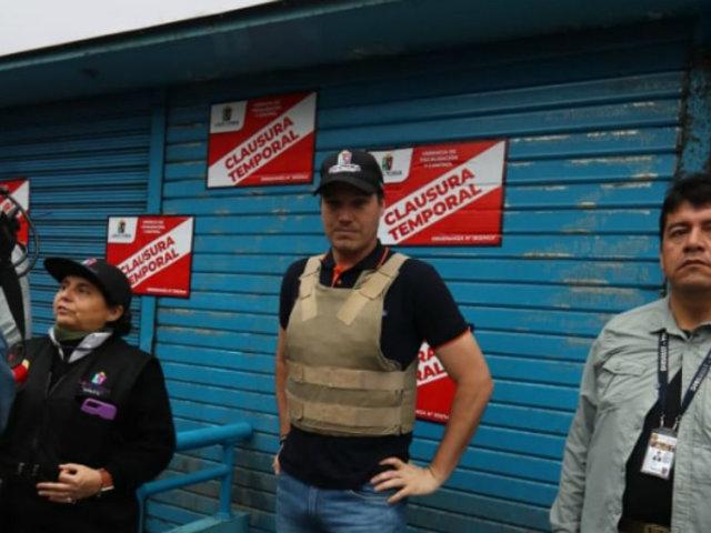 Polvos Azules: comerciantes protestan por cierre frente a Municipalidad de La Victoria
