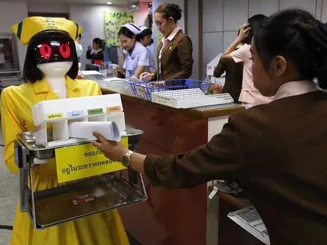 Robots enfermeras revolucionan hospital en Tailandia
