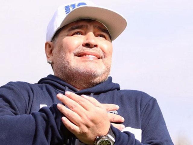 Maradona lloró durante su presentación como técnico de Gimnasia