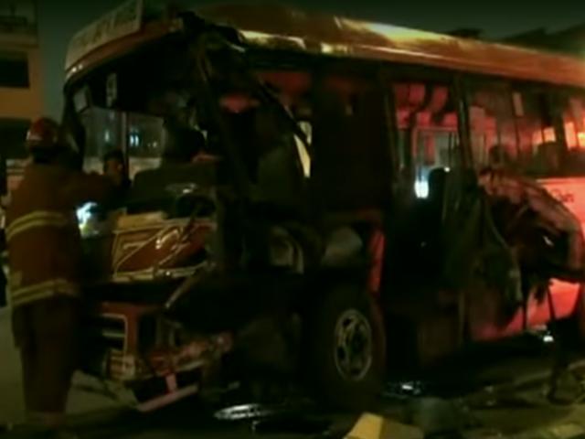 Callao: cúster se estrella contra poste y deja 20 heridos