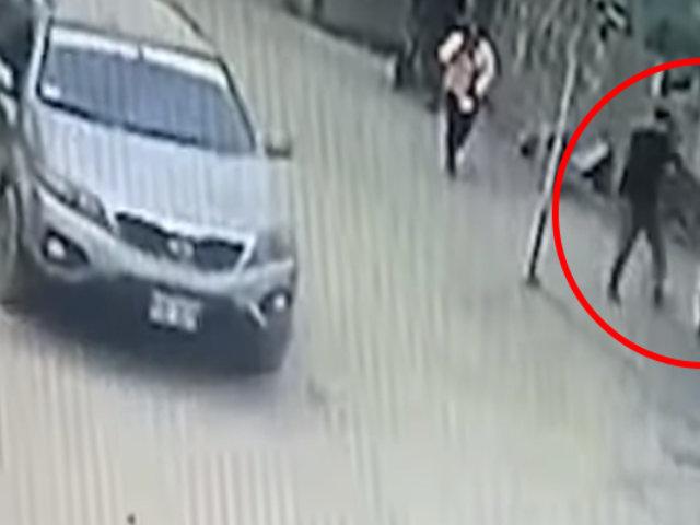 Huaycán: ladrón asalta a mujer y amenaza con arma a testigos del robo