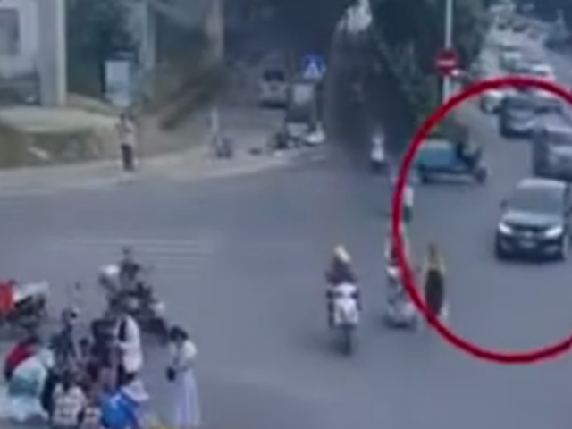 China: conductor se quedó dormido y arrolló a decenas de vendedores