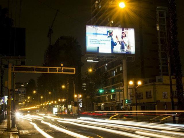 Miraflores: vecinos protestan por avisos luminosos