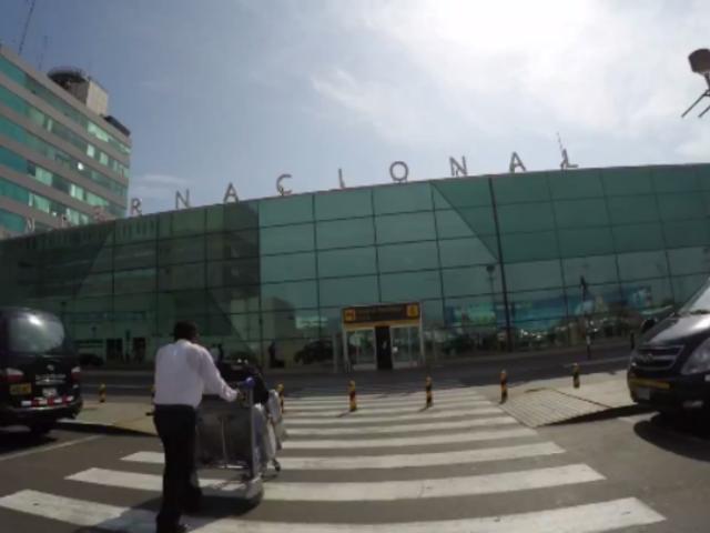 Conductores denuncian cobro excesivo en parqueo del aeropuerto Jorge Chávez