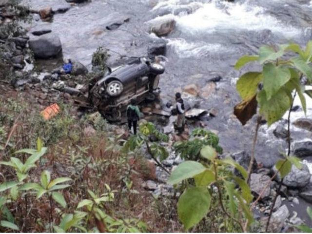 Cusco: tres fallecidos dejó despiste de camioneta a abismo de 100 metros