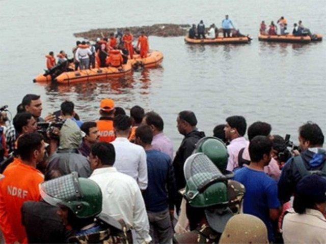 Al menos 12 muertos y 25 desaparecidos dejó naufragio en la India