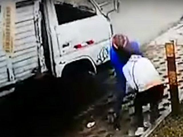 Chorrillos: delincuente tira al suelo a mujer por robar su celular