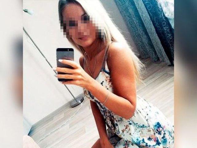 Mujer muere electrocutada: usaba celular en la tina de baño