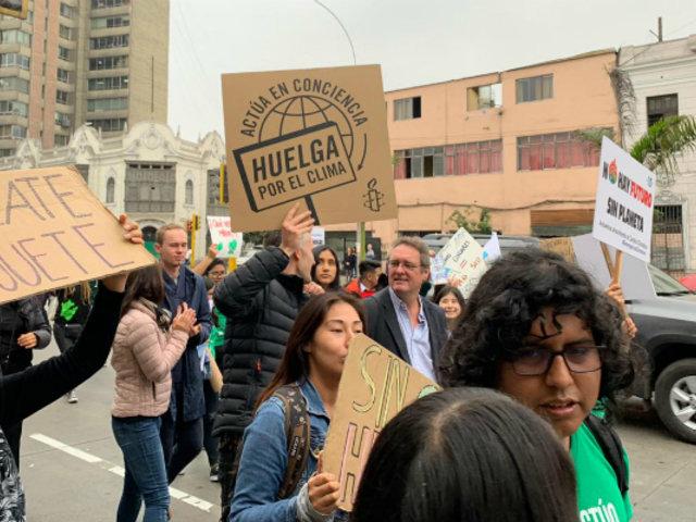 """""""Viernes por el Futuro"""": manifestantes recorren las calles de Lima contra cambio climático"""