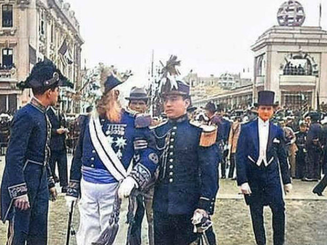 Inédita foto a color del mariscal Andrés Avelino Cáceres en la inauguración de la Plaza San Martín
