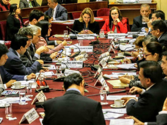 Adelanto de elecciones: Comisión de Constitución debate hoy si archiva o no proyecto
