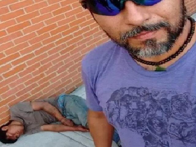 Ciclista noqueó a delincuente que intentó robarle y se toma foto con él