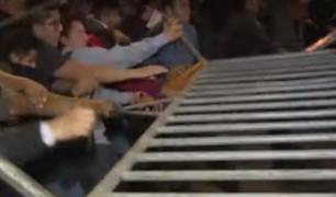 Manifestantes rompieron cerco policial frente al Congreso
