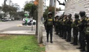 Retiran resguardo policial en exteriores de casa de Mercedes Aráoz