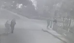 Breña: cámara capta violento asalto a estudiantes en la puerta de su casa