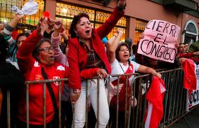 Población de diferentes regiones tomó las calles para respaldar cierre del Congreso