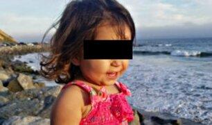 Niña muere porque su madre la dejó encerrada en un auto