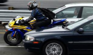 Motociclistas deberán usar cascos y chalecos con número de placa