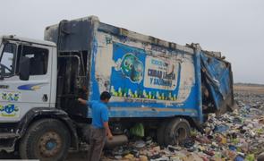 Cañete: intervienen camiones de la Municipalidad que arrojaban basura en descampado