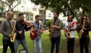 """""""Integrados band"""": músicos extranjeros tocan en parques y semáforos"""