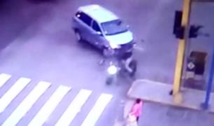 Identifican a conductor de miniván que originó accidente en Av. Alfonso Ugarte