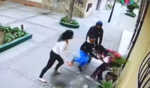 Surco: delincuentes golpean a escolar para robarle celular