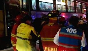 Surco: 14 heridos dejó choque de bus contra auto en la Panamericana Sur