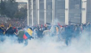 Tensión en Ecuador: Gobierno declara toque de queda luego de que manifestantes tomaran el Parlamento
