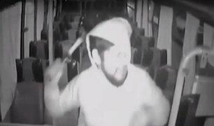 Chile: cámaras registran violenta agresión a conductor de bus