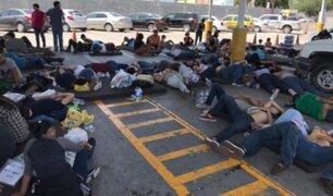 Cientos de migrantes mexicanos acampan en puente fronterizo para exigir asilo en EE.UU
