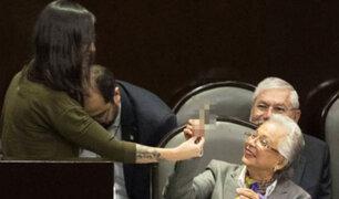 México: diputada regala porro a ministra tras alegar a favor de legalización de la marihuana