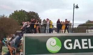 Irlanda: jugadores caen de bus en pleno festejo
