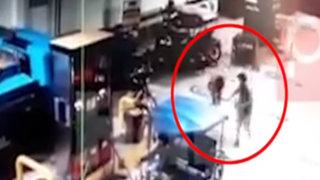 Pucallpa: cámaras captan violento asalto a trabajador de grifo