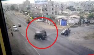La Libertad: combi impacta contra camioneta de carga en Trujillo