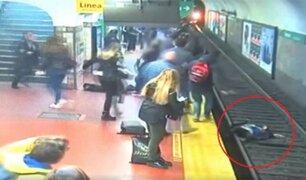 Argentina: pasajeros salvan a mujer que cayó a vías del metro