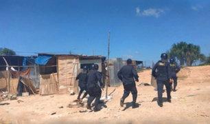 Policía desaloja a 100 familias de un centro poblado de Cañete