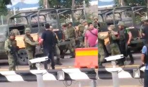 México investiga saludo entre militares y sicarios que exigían liberación de hijo del ´Chapo´