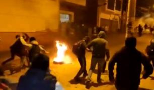 Caos en Bolivia: manifestantes acuden a Tribunal Electoral y prenden fuego