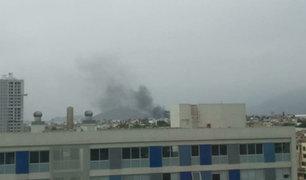 Cercado de Lima: se registra incendio en almacén de la Av. Maquinarias