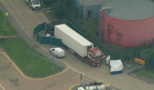 Policía británica halla 39 cadáveres dentro de un camión