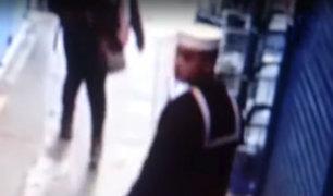 Carmen de la Legua: sujeto vestido de marino roba celulares en centro comercial