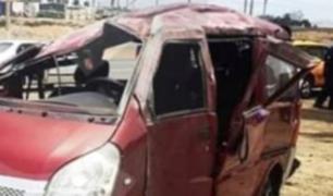 Cañete: dos muertos tras despistarse miniván en Asia