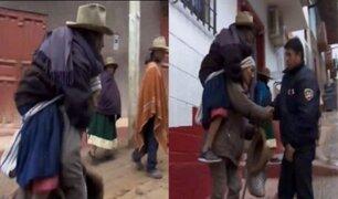 Pensión 65 apoyará a anciano que cargaba a su esposa para que pueda cobrar