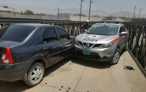Patrullero de la PNP choca frontalmente contra un auto para evitar huida de delincuentes