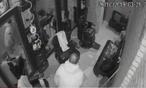 Cercado de Lima: roban objetos valorizados en 8 mil soles de barbería