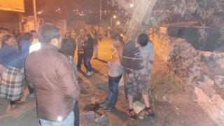 Arequipa: enardecidos vecinos capturan y amarran a árbol a 'robacasas'