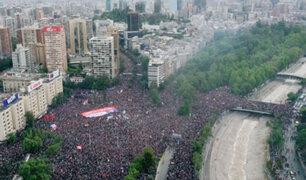 """Chile: un millón de personas protestaron al ritmo de """"Los prisioneros"""""""